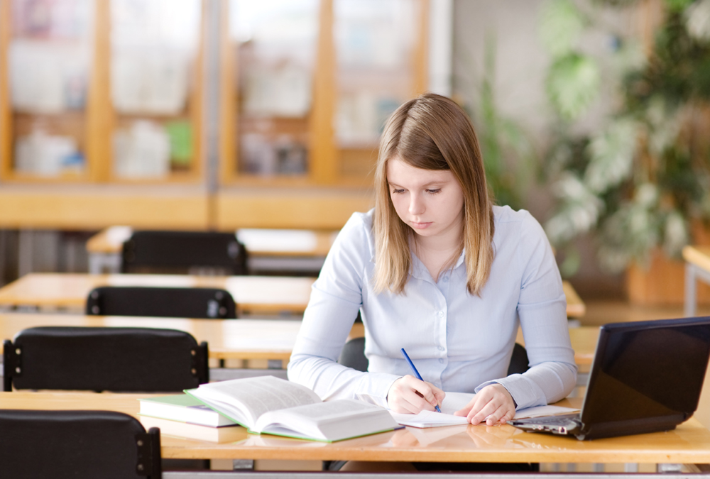 Things to consider when hiring an academic writer online
